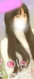 ロングヘヤーの人がウィッグをつける場合! 私は髪が長いうえに量が割と多いです(`・ω・´)   ウィッグつけられますかね。・゚・(ノД`)・゚・。???   つけられるならやり方も教えていただきたいです(ヾノ・ω・`)  画像が私です( ´∀`)