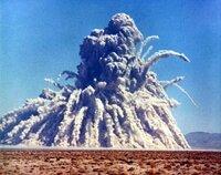 【 至上最悪の地下核実験「セダン核実験」ですら、1300万人以上の被曝者 】 1962年7月6日にネバダ核実験場の第10エリアであるユッカ平原で 行われた浅深度地下核実験ですら、 セダンで発生した放射性降下物...