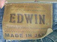 エドウィンのジーンズについて パッチのMADE IN JAPANの上にミシン目がありますが、これはこのままつけとくものでしょうか? それとも切り取ってしまうものでしょうか? ご回答よろしくお願いします。