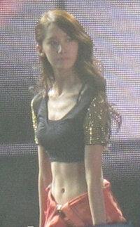 少女時代ユナ ユナ、本当に細い腰 という動画が見れるサイト教えてくださいヽ(^o^)丿  細くて憧れます。