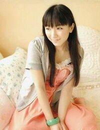 堀江由衣さんファンの方に質問です。 ほっちゃんのどんなところが好きですか? 後は、好きになったきっかけを教えて下さい。