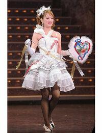 宝塚に詳しい方お願いします。 この方はどなたですか? 舞羽美海さん?夢華あみさん?  わかる方教えてください。 よろしくお願いいたします。