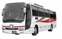このバスは、なんというメーカーのバスですか。
