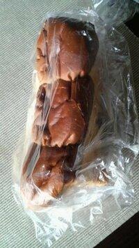 『至急・BA500枚』つぶれた食パン。。。(;;) おはようございます。 どなたか良い方法をご存知ないでしょうか?  写真は食パンを上から撮影したものです。 父が旅行先で購入したもので、スーツケースの中に...
