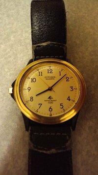 CITIZEN GN-4W-Uとゆう時計について質問です  この時計は何年ほど前の物ですか?  あと当時はいくらぐらいの値段ですか?  裏ぶたに記載された番号 S2831-263430 TA 4010471 BLG 文字盤に記載された番号 28...