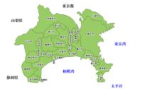 神奈川県の真ん中にあるのは海老名でしょうか、それとも厚木でしょうか? 神奈川県の県央地区と言えば、相模原市・厚木市・大和市・海老名市・座間市・綾瀬市・愛川町・清川村ですが、神奈川県の地図を見たときに真ん中にあるのは海老名だと思うんです。  以前、厚木に住む友達に聞いたところ、神奈川の真ん中は厚木だと言っていたのですが、海老名と厚木はどちらが神奈川の真ん中だと思いますか?
