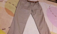 このズボンに合うコーディネートや服装を教えてください。 このズボンにどのような服を合わせればよいのかわかりません。 くつもあれば教えてください。  このズボンの少し色が濃いものも持っています。 そちらも一緒に教えていただければ幸いです。