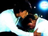 【天体観測】というドラマについて質問します!  伊藤英明さん、坂口憲二さんが共演していましたが、気になる画像がありました。  このシーンは一体何があったのでしょうか?  この画像です。  よろしく...