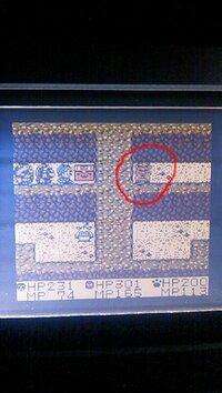 ドラゴンクエストモンスターズ テリーのワンダーランド[ゲームボーイ版]についての質問  写真で丸してるところにいけません ループ迷路のようなところで詰んでます(._.)  どうすればよいのでしょうか