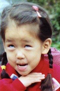 AKB48メンバーの幼少期、これは誰ですか? これはAKBメンバーの幼少期の画像だそうですが、誰ですか?