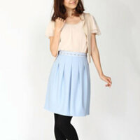 秋冬に水色のスカートはダメですか? 一応ウールのスカートなんですが