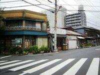 東京都墨田区の京島の古い街並みは、今もなお残っているでしょうか? これまで私は幾度か単身で上京してきましたが、京島界隈を訪れたことはまだありません。  私は、戦前以来の風情ある光景に郷愁を感じます。