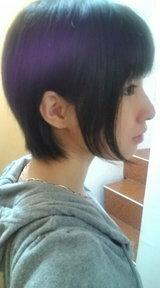 女子でロングまたはボブヘアの方に質問。なぜ、このように髪の毛を耳にかける際、もみあげの部分を残す方もいらっしゃるのでしょう?
