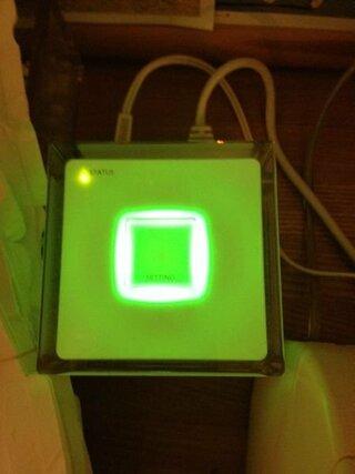 Yahoo!知恵袋auのホームスポットキューブが突然使えなくなりました。つい先日までは普通に使えていたのに…特に何かいじった覚えはありません。SETTINGボタンの周りが緑に光り(時々消えます)、左上のSTATUSと