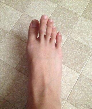 中指 長い 足