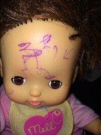 子供が人形に落書きしちゃいました!! 除光液で落ちなかったのですが落とす方法はあるでしょうか?! ちなみにペンは油性ボールペン!