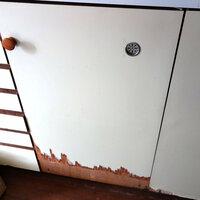 キッチンの棚の扉の下の部分ががぼろぼろなので自分でリホームしたいのですが、みなさまはどのようにリホームされますか?