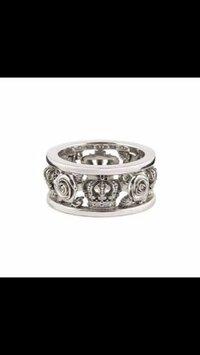 justindavis(ジャスティンディビス)のような指輪を安く売ってる店を探しています。似ている感じで大丈夫です ごつめの画像のような指輪がほしくて 探しています。どこかいいshop、店教えてください