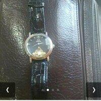 オメガに詳しい方お願いします。この時計はなんのシリーズですか?又、この時計に偽物は存在するのか、、これは本物なのか、調べても出てこなかったので詳しい方よろしくお願いします。