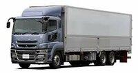 大型トラックの運転手になりたい。 現在AT限定の免許を所持していますが、解除してからのほうがいいでしょうか? すいませんが詳細でお願いします。