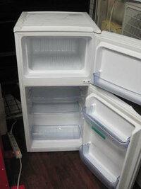 冷凍庫の霜取りで穴をあけてしまいました。  職場の冷凍庫の霜取りをしていて、内壁に小さい穴をあけてしまいました。 勤務終了時間が迫っていたので早く終わらせたくて、ダメとは思いながら、ついつい千枚通しで霜をつついてしまいました。 そして、十分注意して作業していたつもりでしたが、手がすべって小さい穴を開けてしまいました。  穴の補修はせず帰宅してしまったのですが、どんどん不安になって来...