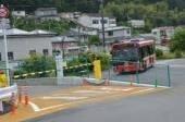 この画像をご覧下さい。JR気仙沼線BRT専用道と一般道が交差しているところに、鉄道の踏切警報機でお馴染みな遮断機ごときものがありますが、これに警報器ごとき物は付いてますか? BRTが一般道の交差点を通過するとき、遮断機が作動しますが、同時に警報音は鳴りますか?