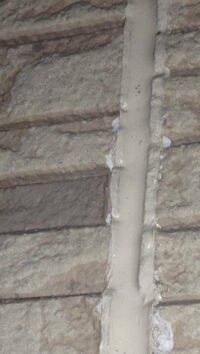 外壁シーリングミスの最善の方法をお願します。  この度、初めて屋根(ガイナ)、サイディング外壁(UVプロテクトクリアー)その他塗装、シーリング(オートン)全て打ち替え工事中です。 そもそもが、オートン...