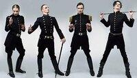 外国人のミュージシャン?で 軍服を着たグループ居ましたよね??  中々そのグループの名前を思い出せなくてモヤモヤしてます…  どなたか、外国のグループのミュージシャンに詳しい方、画像付きで教えてくれませんか??  確か、こんな感じの軍服?王子服?を着てました…