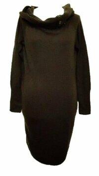トータルコーデして下さい。 ブラウンのニットワンピースです。 黒のタイツに 黒のパンプスを履きたいと思っています。 どのようなアクセサリーが 合いますか? 色 形など 具体的に教えてください。