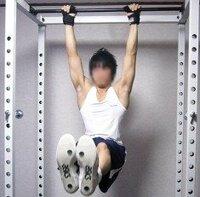 体操の田中理恵さんが現役の時、 足を伸ばしたハンギングレッグレイズで、 トレーニングしているのを思い出しました。 男子体操の日本代表クラスになると、 足を伸ばしたハンギングレッグレイズを何回ぐらい出...