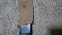GANZOのコードバン素材、ダークグリーンの長財布を購入しました。 色々と調べて傷が付きやすく目立ちやすいのと、水に弱いと言うことをわかった体で買いました。 そして先日届きまして、画像のように財布を入れる...