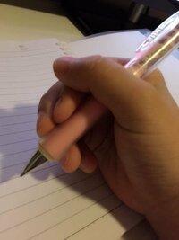 このペンの持ち方は悪いですか? どうやったら正しくなりますか。