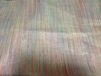 虹色の袋帯   六通柄のつくりで 他に模様はありません。 金糸は細かに織りこまれていて少しキラキラしています。 長さは4m40cmです  この袋帯、袋帯の中では地味に感じるのですが 結婚式などフォーマル...