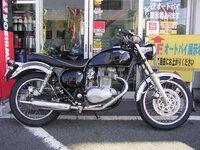 カワサキ エストレヤ250ccを、購入しようと思っているのですが、2000年以降のモデルがよいと聞いたのですが、画像の車種が年式不明となっていますが、バイクに詳しい方、何年モデルかわかりませ んか?