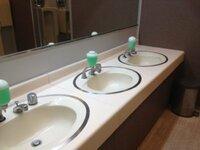 トイレのハンドソープが出ない時、私は蓋を開けて手をつっこみます。 みなさんもそうですか?