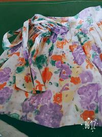 パステルカラーのフレアスカートのコーディネート このスカートのコーディネートをいくつか教えて下さい。具体的なデザインや画像等を教えて頂けると嬉しいです。