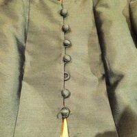 古着屋さんで可愛いジャケットを みつけて一目惚れしましたが、 ボタンがひとつとれていて もうひとつのボタンが取れかけているもので買おうか、 買うか悩んでいます…(´-`).。oO( みなさ んなら、買いますか?