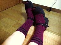 女子高生です この靴と靴下の合わせ方は間違っていませんか? 今週お出かけするのでぜひご意見お待ちしています(⌒-⌒; )