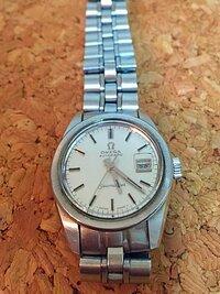 オメガの腕時計(レディース用)を貰いました。 おそらく30〜35年位前の物だと思うのですが、詳しい事がわかりません。 文字盤にシーマスター オートマチックと書かれてますが、それ以外はわか りません。 ・型...