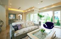 この写真左側のソファーを買いたくて探しています。 どこの物でしょうか? この写真は三井ホームのモデルルームです。