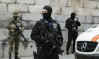 恐怖の欧州、パリのテロは前座だった? 2000人以上のIS戦闘員が難民に偽装して潜伏しているという欧州。 http://detail.chiebukuro.yahoo.co.jp/qa/question_detail/q12152612047  ------ French 2015 terror...