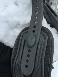 スノーボード のバインディグ  添付の写真のバインディグの調整をしたいのですが、このタイプはどのようにすれば外れますか?