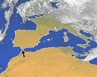 スペインとモロッコの間にあるジブラルタル海峡を埋め立てれば 地中海は世界最大の湖になるんでしょうか? 子供の頃からずっと あそこの狭さが気になっていて、気持ちが悪いから 暇そうな公務員集めてスコップで1週間頑張れば ギネスにのるやんけと思っていました。
