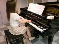 ピアノでショパンの【幻想即興曲】を弾ける人はかなりの上級者ですか?