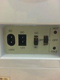 ミニ冷蔵庫の電圧の事で質問です 付属のコードが無くAC100VもしくはDC12Vのコードが必要なので同型の差し込み口の充電器を探したところpspの充電器の半分が同型な事に気付きました。  表にはINPUT100V-240V〜0.3A 50/60HzとOUTPUT5V-2000mA  裏には5V 2000mA AC ADAPTORと表記されています。意味が分からずさっぱりなのですが問題なく使用...
