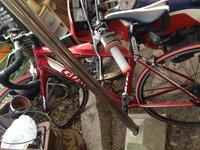 ロードバイクの車種名を教えて下さい! ジャイアントの何でしょうか... また、何年前の物か分かりますか?
