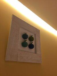 木製立体りんごの絵がどこのものか探しています。ご存知の方いらっしゃいませんか?栗原はるみさんのカフェに飾ってありました。