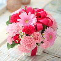 母に下の様な花を母の日のプレゼントとして渡したいと思っています。 しかし母の日当日に花を買いに行くことができないのです。前日に買っておいて自分の部屋に隠しておいても花は萎れませんでしょうか。 回答宜しくお願いします。