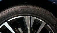 今度買う車がレグノというタイヤを履いているそうなんですが、これってどういうタイヤなんですか?スポーツ走行向き?乗り心地や静粛性を重視?耐久性は高い? おおまかな特徴を教えて下さい