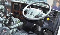 いすゞの大型トラックに詳しい方に質問です。去年モデルチェンジした最新型のギガはステアリングスイッチを採用したらしいですがステアリングには何のスイッチをが付いているのですか? オートクルーズのスイッチとかですか? 最新型ギガに乗ってみてどうでしたか?
